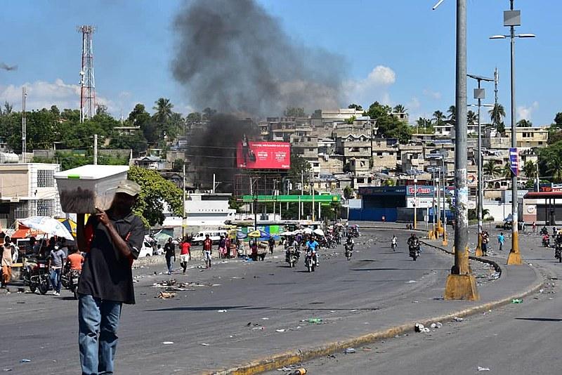 O Haiti amanheceu nesta quinta-feira (17), feriado nacional, com protestos organizados na capital e em diversas províncias do país