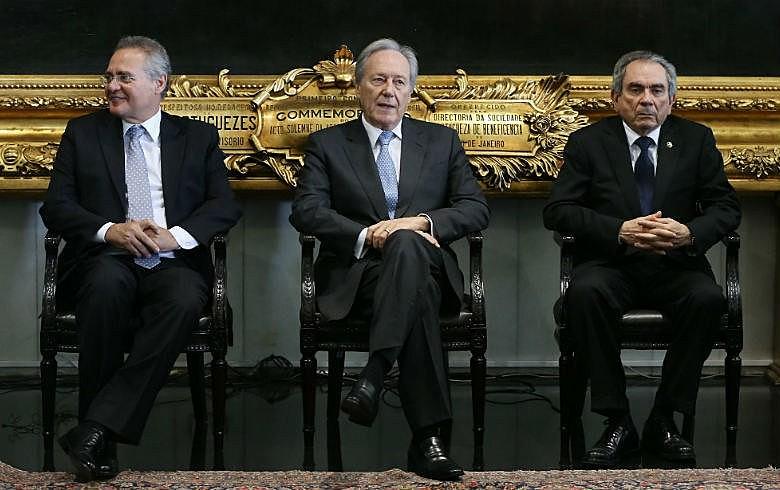 Renan Calheiros (PMDB-AL), o presidente do STF, ministro Ricardo Lewandowski, e o senador Raimundo Lira