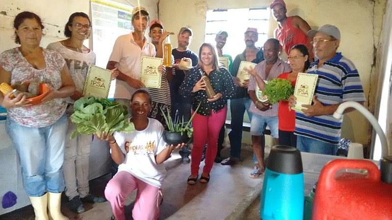 O projeto desenvolve um modelo alternativo de produção, beneficiamento e comercialização de alimentos
