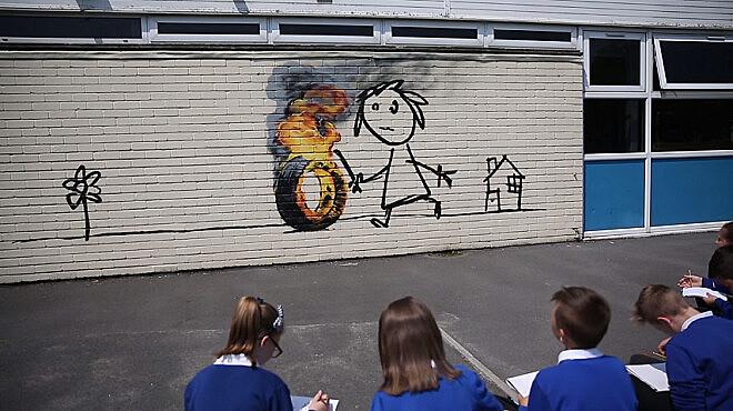 Em carta, Banksy agradece o fato de a escola ter batizado com seu nome um de seus edifícios