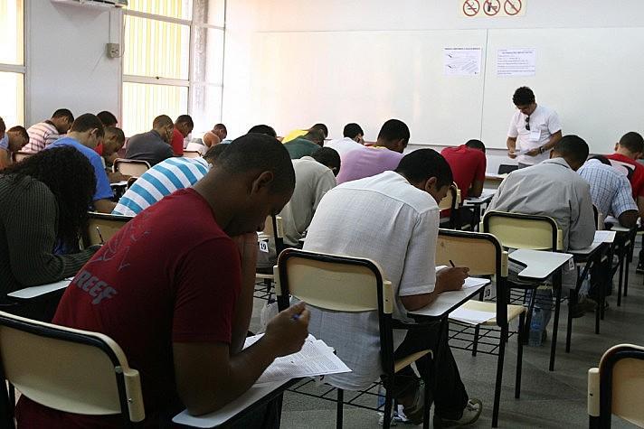 Salários para os aprovados variam entre R$ 998,00 e R$ 3 mil