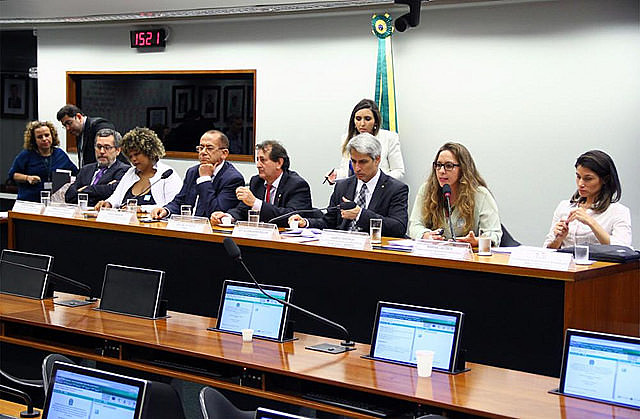 Entities and experts who drafted proposal introduced it at Brazil's Chamber of Deputies last Tuesday (12)