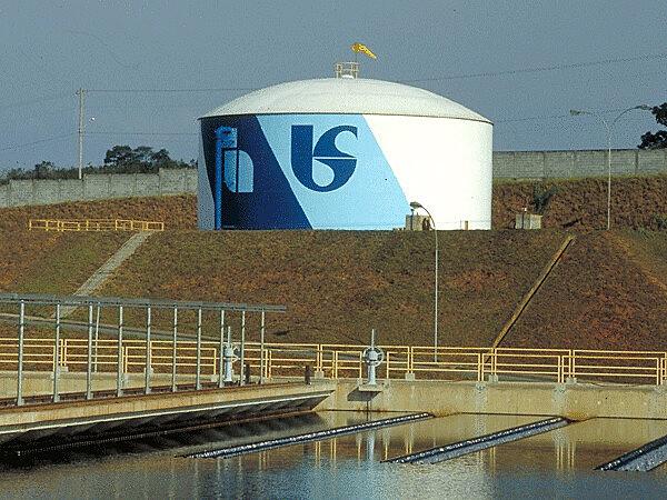 Sabesp, sociedade anônima de capital misto, é responsável pelo tratamento de água e esgoto em todo o Estado