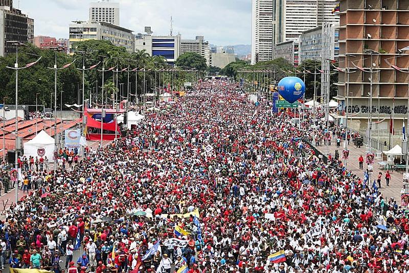 Multidão acompanhou discurso de Maduro em Caracas