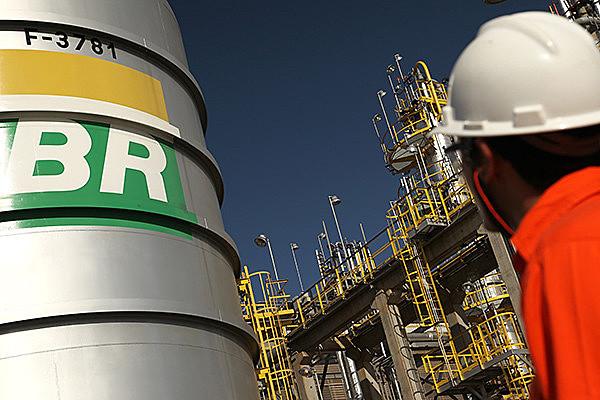 A Petrobras informou que as pessoas que trabalham no edifício passarão a ocupar outras instalações administrativas da empresa na cidade