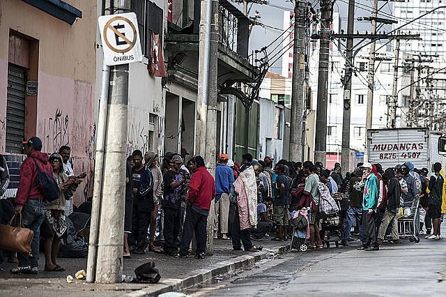 Hotéis sociais que abrigam  cerca de 400 pessoas que circulam na região da cracolândia estariam abandonados pela prefeitura e Iabas