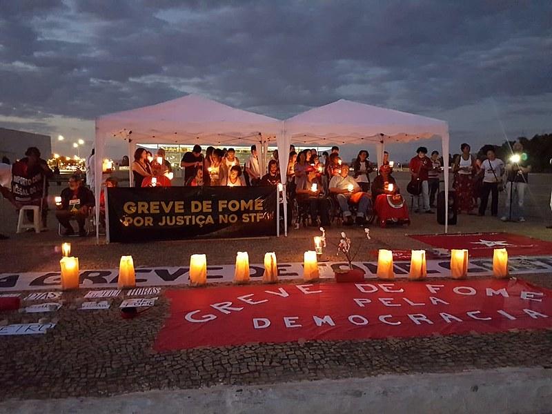Além de defender justiça para o ex-presidente Lula, os grevistas denunciam retrocessos sociais ocorridos durante o Governo Temer