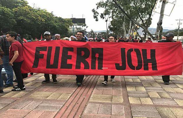 Manifestantes exigem recontagem de votos e pedem a saída do presidente Juan Orlando Hernández (JOH)
