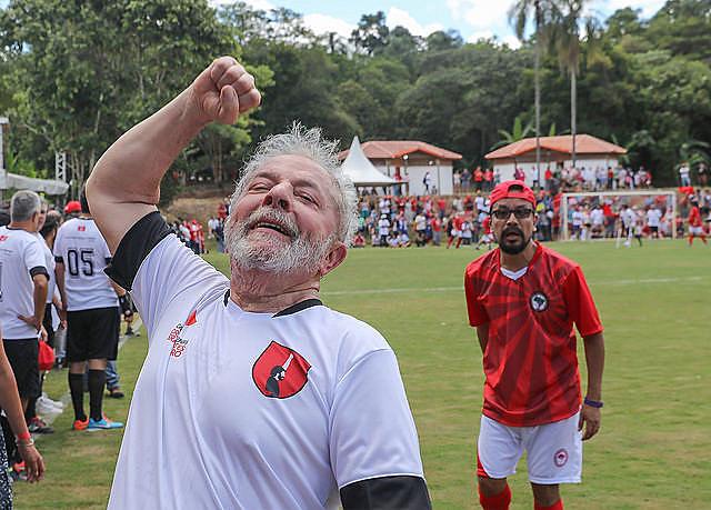 Em dezembro, Lula jogou partida amistosa durante evento organizado pelo Movimento dos Trabalhadores Rurais Sem Terra (MST)