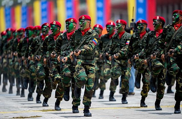 Governo venezuelano vai enviar militares para a fronteira para exercícios militares de defesa