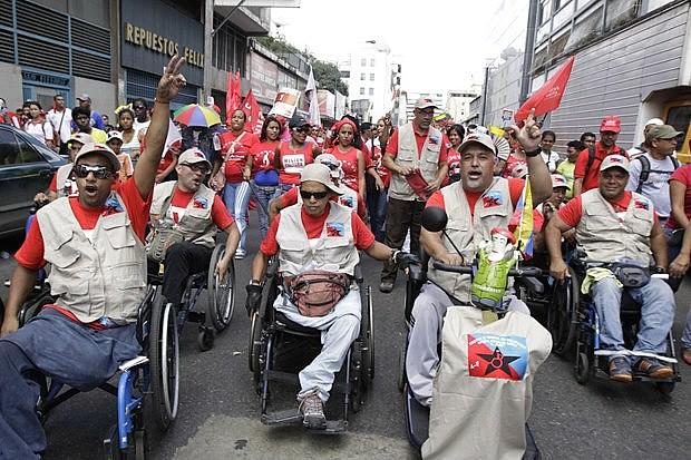 Em Caracas, pessoas com deficiência marcham por direitos