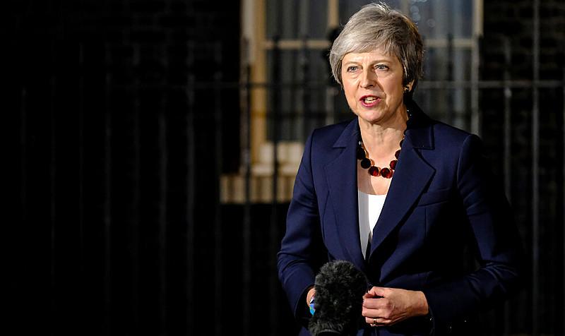 Theresa May irá enfrentar moção de desconfiança e pode perder o cargo