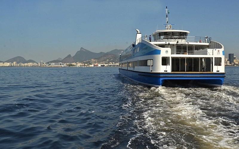 A CCR Barcas navega com cerca de 640 mil quilômetros por ano e transporta, em média, 110 mil passageiros por dia.