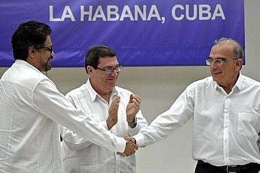 Líderes assinam Acordo de Paz entre governo colombiano e as FARC-EP, em Havana, capital de Cuba