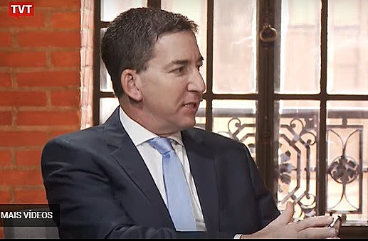 O jornalista Glenn Greenwald durante entrevista a Juca Kfouri, na TVT