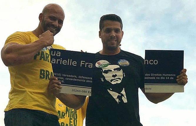 Os dois homens que aparecem na imagem são candidatos a Deputado estadual  e federal do partido de Bolsonaro, o PSL.