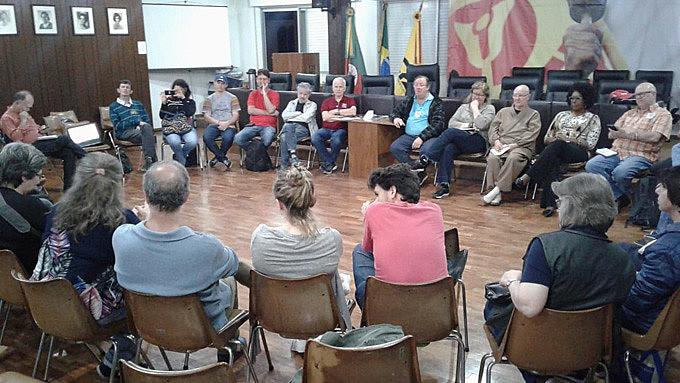 Em Porto Alegre, grupo afirmou a candidatura de Fernando Haddad e Manuela D'Ávila como a única alternativa democrática disponível no momento