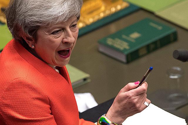 Partido da primeira-ministra britânica, Theresa May, deve ser perder assentos no Parlamento Europeu