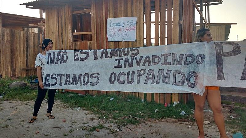 O terreno foi ocupado pelas famílias há um ano e muitos não tinham para onde ir depois da reitegração