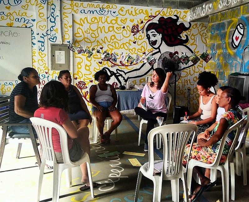 As oficinas acontecem geralmente nos bairros, como a comunidade Palha de AAroz, em Recife.
