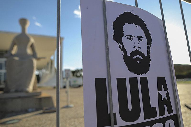 Contestada pela comunidade jurídica no Brasil e no exterior, prisão do ex-presidente Lula completa um ano no dia 7 de abril