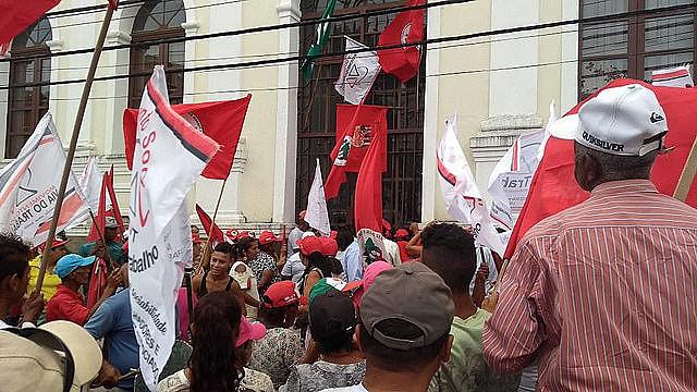 Los sin tierra ocuparon el Incra y el Ministerio de Hacienda en Maceió, en el estado de Alagoas, en la región nordeste del país