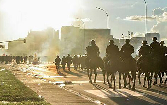 Abusos policiais em manifestação realizada em Brasília em 24 de maio foram um dos focos do debate