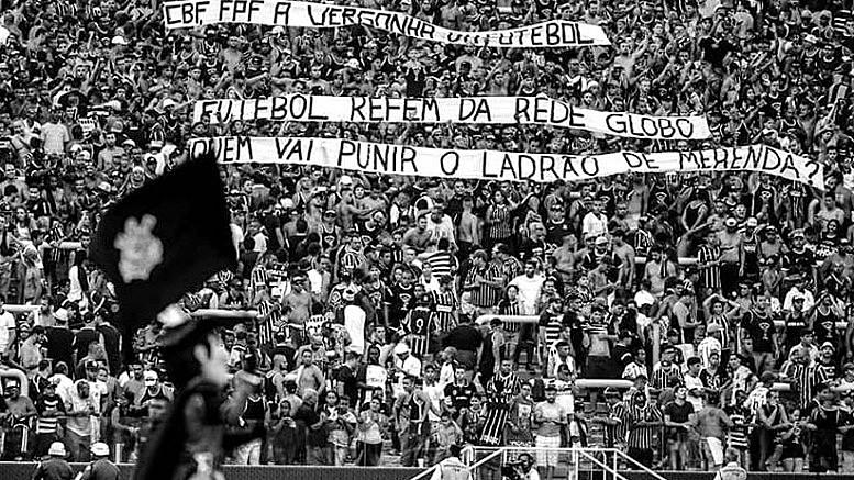 Torcida do Corinthians contra o monopólio da Rede Globo