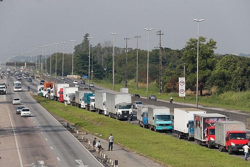 Paralisação dos caminhoneiros na Rodovia Presidente Dutra, no Rio de Janeiro
