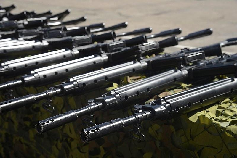 O Exército entregou 1 mil fuzis modelo paraFAL, calibre 7.62 mm, para a Polícia Militar do estado do Rio de Janeiro