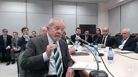 Por cerca de cinco horas o ex-presidente Lula prestou depoimento à Justiça Federal em Curitiba