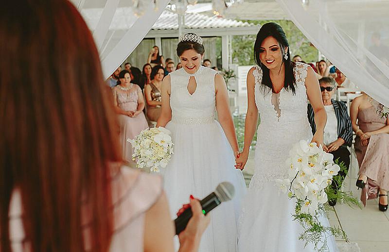 Adrieli e Anelise no dia da cerimônia de seu casamento