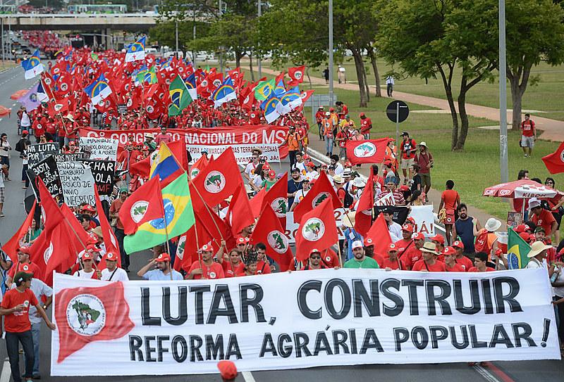 """""""El MST existe porque la sociedad brasileña nos apoya, nos defiende y comprende nuestra lucha histórica"""""""