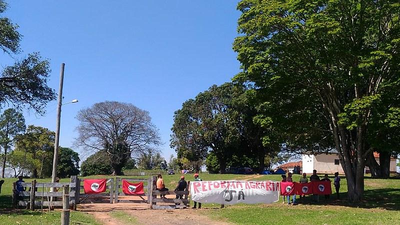 Trabalhadores rurais ocupam fazenda em Gália, no interior de SP, e pedem uma ação rápida do Incra para a regularização das áreas em disputa