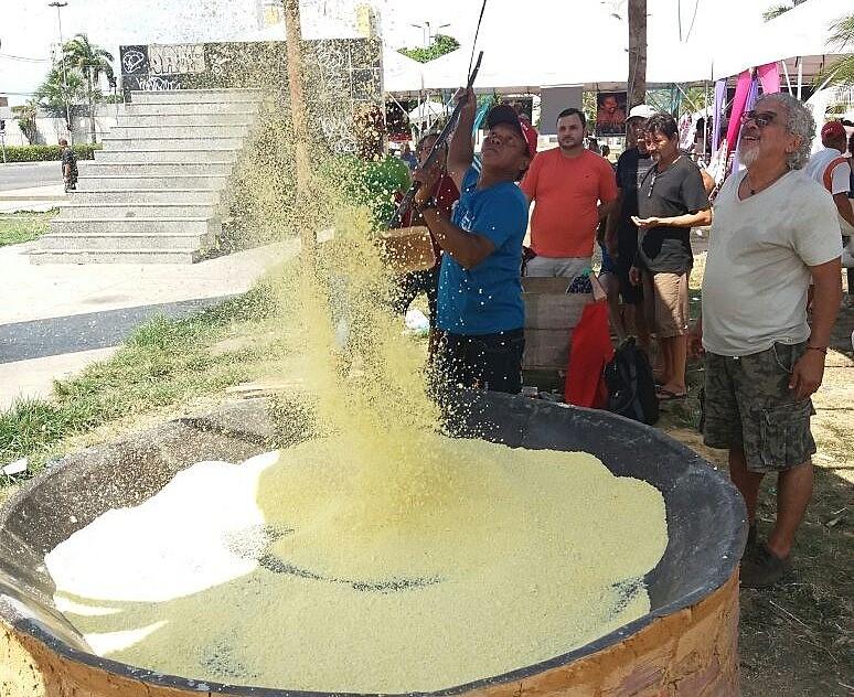 Pressada, ralada e torrada a farinha de mandioca ainda é produzida de forma artesanal pelos agricultores no Pará