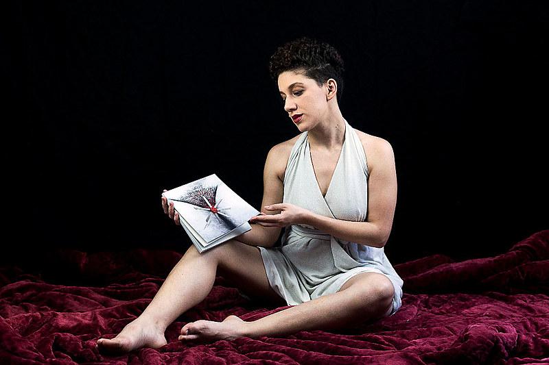 Além do livro, Sangria se desdobrou em uma websérie criada em parceria com outras mulheres artistas que trouxeram suas versões dos poemas