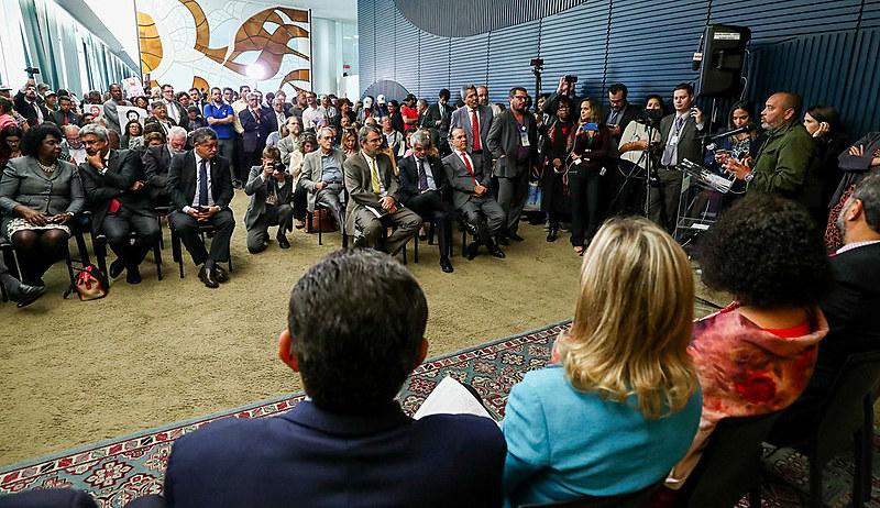 Frente que reúne sete partidos progressistas e organizações populares foi lançada na Câmara Federal, em Brasília