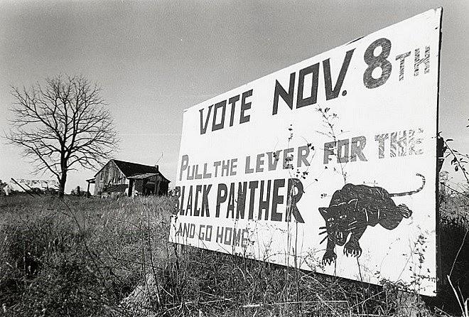 Cartaz no estado sulista do Alabama convoca população às eleições e remonta às origens dos Panteras Negras