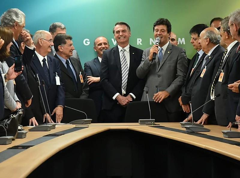 A transição entre governos foi marcada pelas indicações polêmicas, como a de Luiz Henrique Mandetta para o Ministério da Saúde