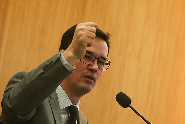 Nuevo material divulgado por Intercept Brasil este domingo revela que Dallagnol temía que Moro proteja a Flavio Bolsonaro en el caso Queiroz