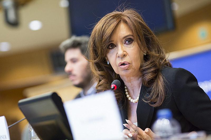 Ex-presidenta argentina aparece com 2 pontos percentuais de vantagem com relação a Macri