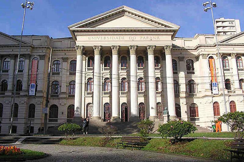 Assinaram o documento 43 professores da Faculdade de Direito da UFPR