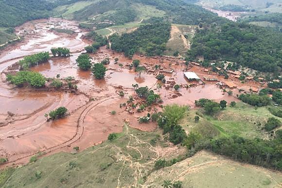 Mariana (MG) - Rejeitos da barragem pertencente à mineradora Samarco destruíram o distrito de Bento Rodrigues, que fica na zona rural