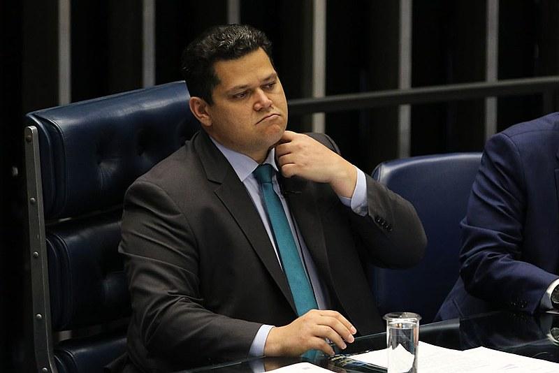 Solenidade foi presidida por Davi Alcolumbre (DEM-AP), presidente do Senado, que minimizou a ausência de Bolsonaro
