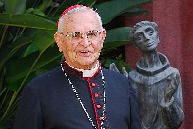 """Durante ato em homenagem aos 95 anos do cardeal, foi lançada a biografia """"Dom Paulo, um homem amado e perseguido"""""""