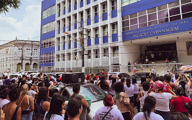 Parentes de presos protestaram em frente à assembleia em defesa do Conselho Penitenciário do Pará