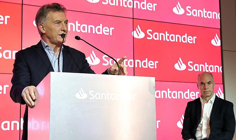 """Macri e o prefeito de Buenos Aires, Horácio Larreta, na inauguração de sede do Santander: mercado """"se vingou"""" da derrota"""