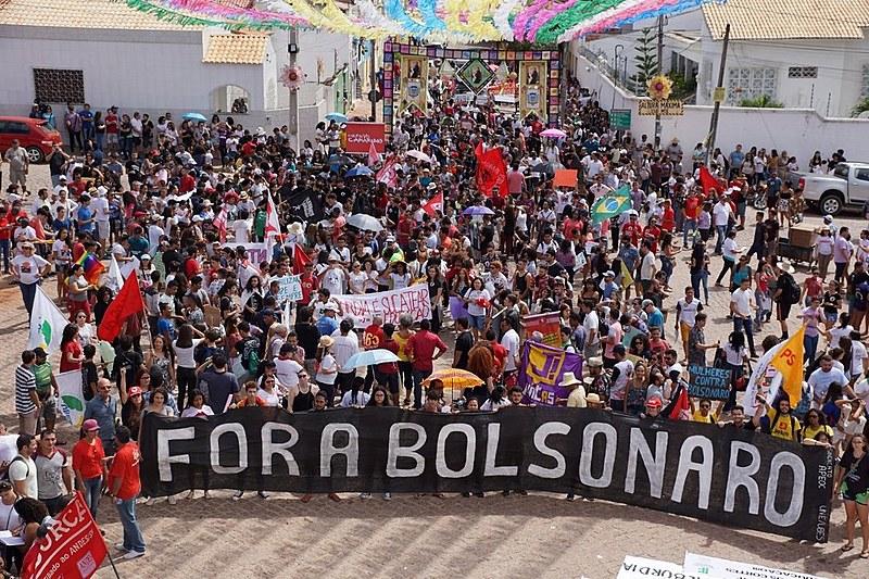 Concentração de manifestantes após o ato