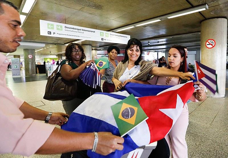 Mais de 400 médicos de Cuba que trabalhavam em São Paulo iniciaram sua volta neste sábado (24). Ao todo 1400 médicos trabalharam em SP
