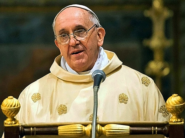 Papa criticou a difusão de notícias falsas fortalecidas por um sistema de comunicação monopolista